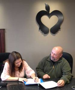 signing_contract_2015